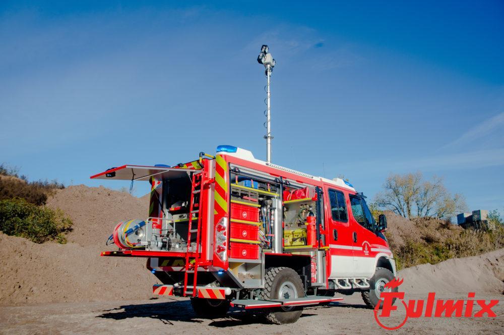 polisoccorso pesante 4x4 vigili del fuoco per incidenti stradali con kit taglio composto da cesoia, divaricatore, pistoni idraulici pinza idraulica vf